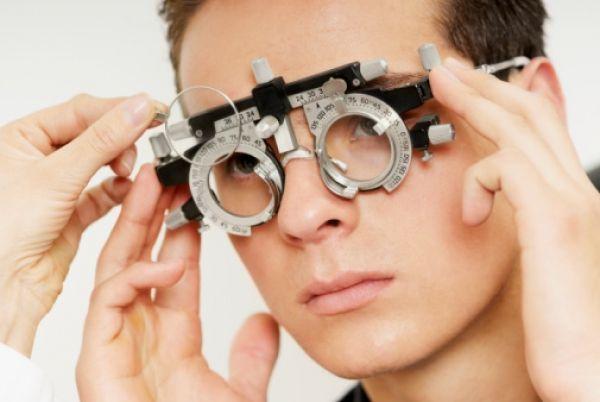 Линзы или очки при близорукости постоянно