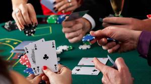 """<p>Для игроков в покер умение контролировать собственные действия стало важнейшей составляющей. Плюсовые покеристы принимают решения после анализа всех факторов. Играя в GGПокерОк турниры или партии за кэш-столами, необходимо выбирать ходы исходя из ситуации и поведения оппонента. Каждый поступок должен быть взвешенным. Действуя под влиянием эмоций, выигрывать на дистанции невозможно. В каждой партии важно оценивать карты оппонента, рассчитывать шансы банка, эквити и другие параметры. Предполагая, что можно будет выиграть, полагаясь на удачу, покеристы остаются с пустыми руками.</p> <h2>В каждой партии необходимо рассчитывать только на мастерство</h2> <p>Сегодня начать успешную карьеру в покере может каждый. Для начала необходимо установить приложение <a href=""""https://playpokerok.com/prilozhenie-iphone/"""">GGPokerok iOS</a> скачать софт можно на официальном сайте. Следующие шаги будут сложнее и интереснее. В каждой партии нужно оценивать каждый ход и выбирать оптимальный. Прокачивать скиллы помогает анализ сыгранных рук и выявление сделанных ошибок. Оценивать важно каждую партию.</p> <p>В профильной литературе описано много случаев игры без определенной тактики. Начинающие покеристы часто выбирают понравившиеся карты. Это могут быть пятерки, карманные карты или даже решение пойти алл-ин. Такие действия не подкрепляются пониманием игровой ситуации: насколько часто возможны выигрыши пятерок. Аналогично редко возникают вопросы о шансах получить еще одну пятерку на ривере. Полагаясь на случай, игроки делают ходы интуитивно. Профессионалы рума GGПокерОк понимают, насколько опасны необдуманные действия. Каждый ход необходимо контролировать.</p> <p>К блефу нужно подходить осторожно. Тактика приносит отличные результаты. Важно прибегать к таким решениям время от времени. Иначе игрок станет слишком прогнозируемым и легко читаемым оппонентами. Прежде чем использовать блеф, необходимо отработать тактику. Этот способ розыгрыша карт должен быть столь же продуманным, как и другие. """